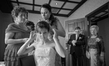 Preparativos de una novia. Momentos de nervios y relojes