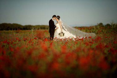 Foto de boda con amapolas